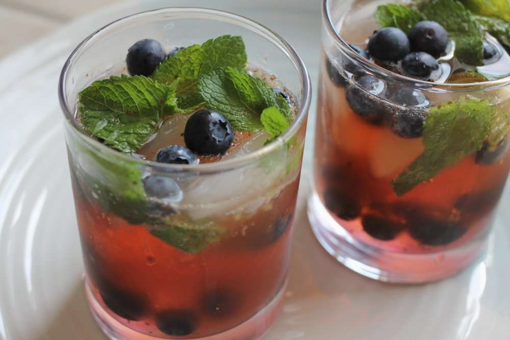 Kombucha Cocktails - Blueberry Mojito & Peach Raspberry Sangria www.dailytiramisu.com