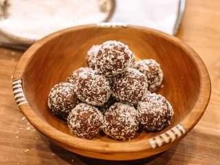 Healthy chocolate bites recipe by julie miguel of Dailytiramisu.com